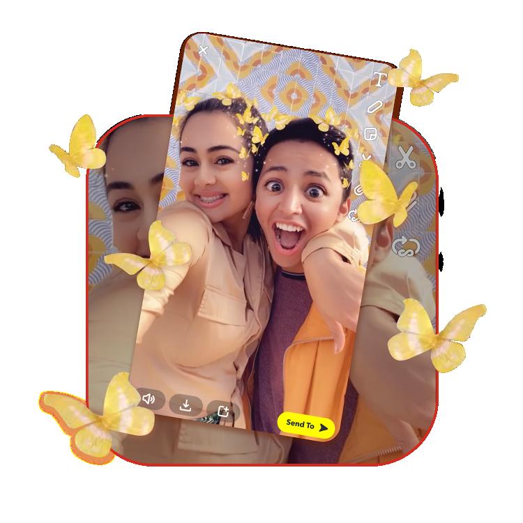 Imagen de una mujer tomándose selfies con Snapchat