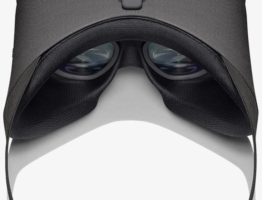 Vista interior de Google Daydream View. Enfoque en el forro acolchado y el visor